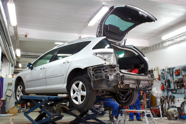Why You Should Choose A Local Auto Body Shop Over a Dealership